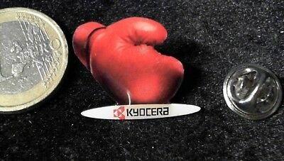 Kyocera Boxhandschuh Pin Badge
