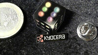 Kyocera Würfel Pin Badge