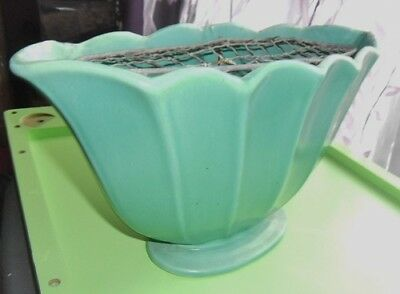 Large Dee Cee Green Fan Shaped Art Deco Vintage Stoneware Pottery Vase(1953-60)