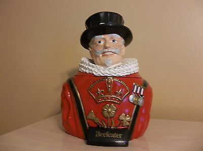 Vintage Collectible BEEFEATER Bust - Ice Bucket - Colorful Eye Catcher