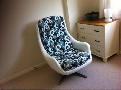 Egg chair mid-century poss Greaves and Thomas 1960's refuberished  bond chair