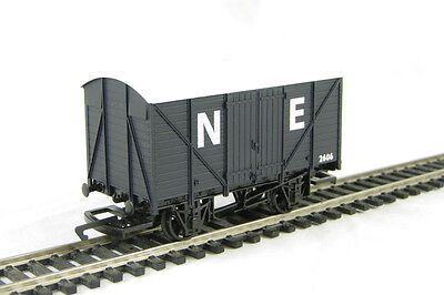 Hornby R6422 Railroad LWB Closed Van