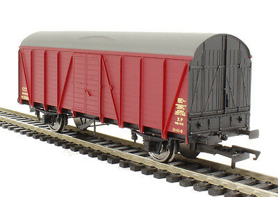 Hornby R6641A BR 4 Wheel CCT Van in crimson.