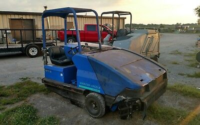 Alto American Lincoln Propane Powered Parkinglot Street Sweeper 578-610  6185 HR
