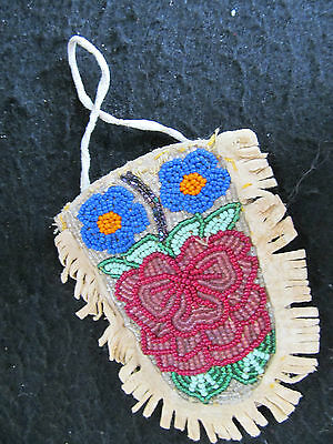 Rare Small Nez Perce Beaded Pouch - Floral Design