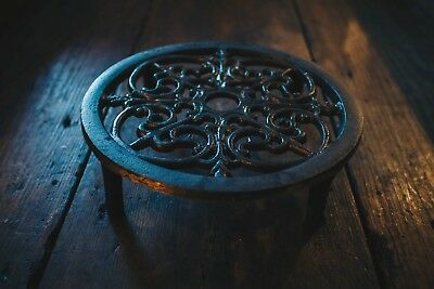 Cast Iron Circular Trivet/Hot Plate Stand/Kitchen/Vintage Style/Worktop /Holder