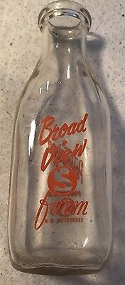 Broadview Farm Milk Bottle Rochester NH Good Color