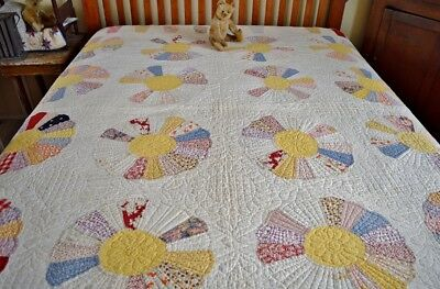Antique Hand Stitched Dresden Plate Quilt with Border