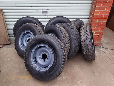 1x EARLY LANDCRUISER HILUX 6 STUD SPLIT RIM & LIGHT TRUCK TYRE
