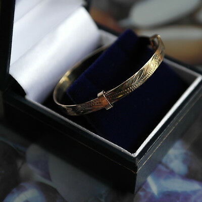 9ct gold expanding baby bangle