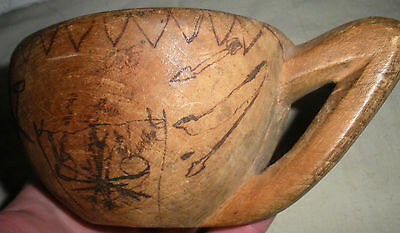 ANTIQUE c1700S–1800S PLAINS NATIVE AMERICAN INDIAN PICTOGRAPH WOOD BELT CUP vafo