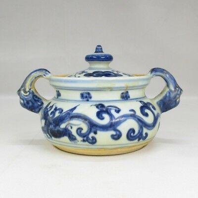 H447: Chinese blue-and-white porcelain covered pot with dragon painting