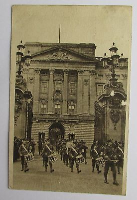 Postcard - Welsh Guards At Buckingham Palace