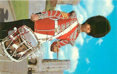 Picture Postcard-:Windsor Castle, Sergeant Drummer, Coldstream Guards