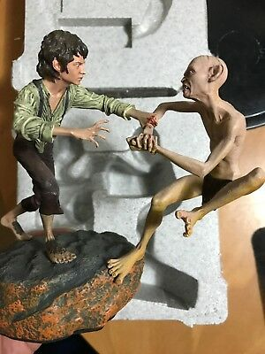 The Crack of Doom - Frodo and Gollum Diorama Statue Lord of the Rings Hobbit