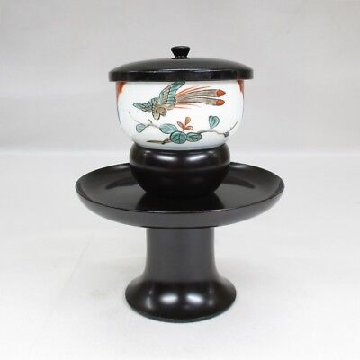 H660: Japanese old IMARI colored porcelain tea cup and lacquered stand with lid