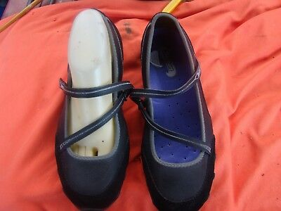 ladies size39/8 black leather/syn SKECHERS flat shoes  vgc