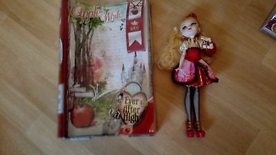 Ever After High Poupée -  Apple White