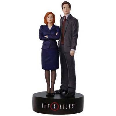 The X-Files Scully and Mulder 2017 Hallmark Magic Ornament Musical