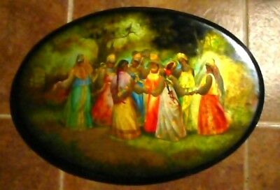Vintage  Authentic Fedoskino  Russian Hand Painted Laquered  Oval  Plaque