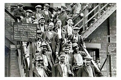pt9518 - Miners at Cadeby Colliery , Yorkshire - photograph