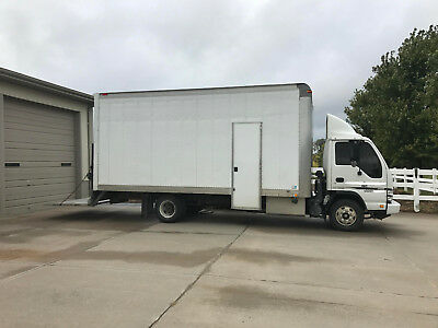 2007 Chevrolet 4500  18 Ft Box  Truck (Isuzu Npr) 70K Miles! Diesel! Rail Lift!
