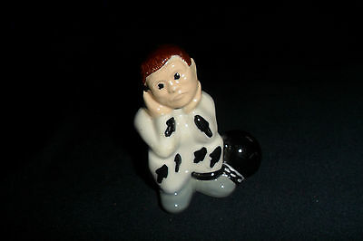 COLLECTABLE WADE PRISONER FIGURE BROWN HAIR 7 cm high