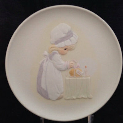 """Vintage Precious Moments Collector Plate """"Loving Thy Neighbor"""" with box"""