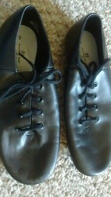 Unisex Children's size 2 Leather Soft Dance Shoes in EUC!