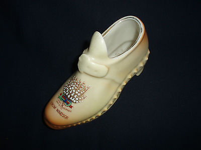 A NICE COLLECTABLE SHOE LUCKY WHITE HEATHER FROM WINDSOR,GEMMA, 8 cm high