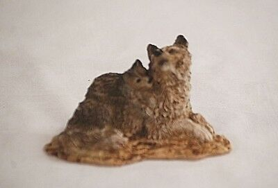 Classic Style Mother Gray Wolf w Pup on Back Resin Figurine Shadow Box Shelf Dcr