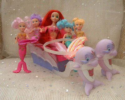 Disney Ariel doll + dolphin carriage & 4 little Simba mermaids - pretty playset
