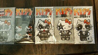 Kiss Hello Kitty tissue paper
