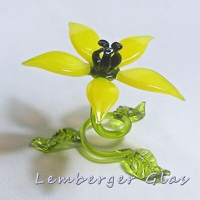 Self-standig flower made of colored glass. Width 7 cm / 2.8 inch!