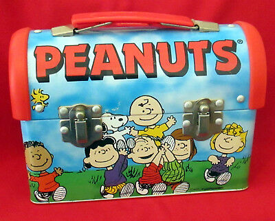 Metal Peanuts Gang Lunch Box With a Dome Shape - Good Shape