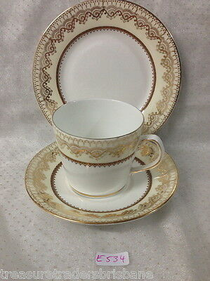 ✿•*¨*•✿Elizabethan England 'swiss Cottage' Gold White Trio Tea Cup Saucer Plate