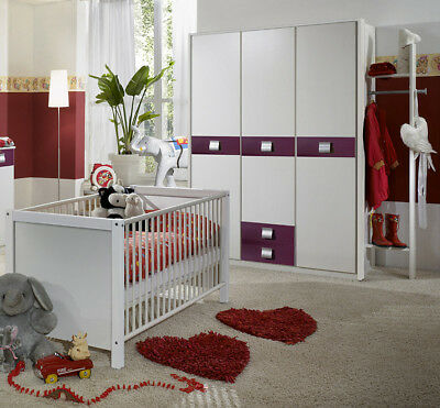 babyzimmer kinderzimmer in wei brombeer gitterbett kleiderschrank garderobe eur 579 00. Black Bedroom Furniture Sets. Home Design Ideas