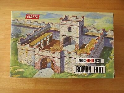 Airfix Ho/oo Roman Fort. Excellent.