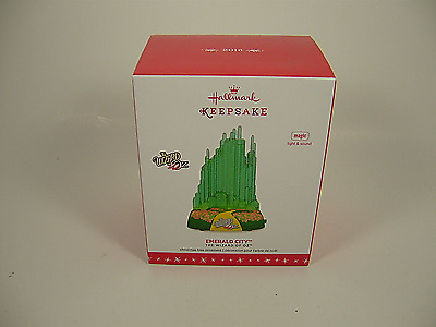 Hallmark 2016 Wizard of Oz Emerald City Ornament Magic