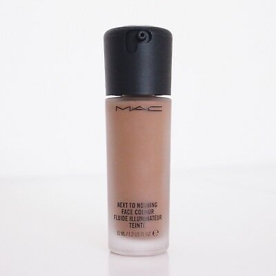Fluide illuminateur, Next To Nothing, Teinte Dark Plus, Mac Cosmetics