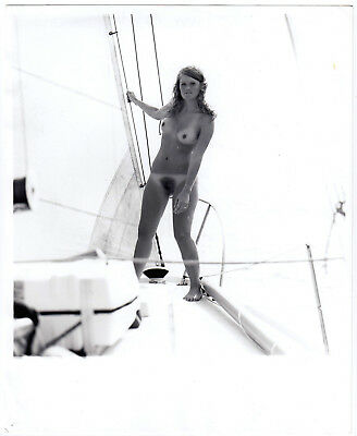 Nudism NUDE WOMAN SAILING / NACKTE SEGLERIN AN BORD FKK * Vintage 60s US Photo