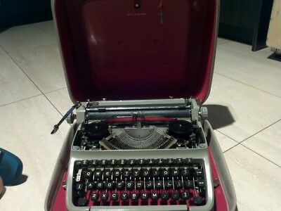 typewriter    FACIT made  in  sweden P 414897  WITH  CASE