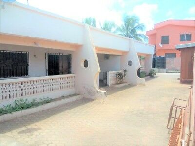 5 Bedroom House with 2 Bedroom Boys Quarters & 4 Commercial Stores for Sale