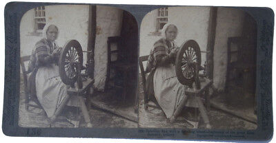 STEREO Postcard Underwood 1903 Ireland Spinning flax with a spinning wheel-begin