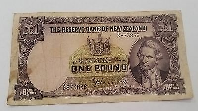 NZ New Zealand 1940-55 1 POUND £ paper note TP HANNA circulated note