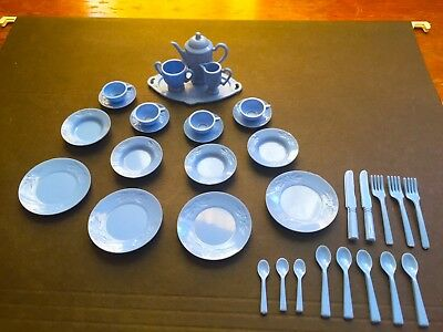 SET OF VINTAGE -1950s/1960s BLUE PLASTIC MINIATURE/DOLLHOUSE DISHES - 34 PIECES