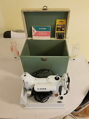 White 1964 Singer Featherweight 221k Made in Great Britain Sewing Machine!!!