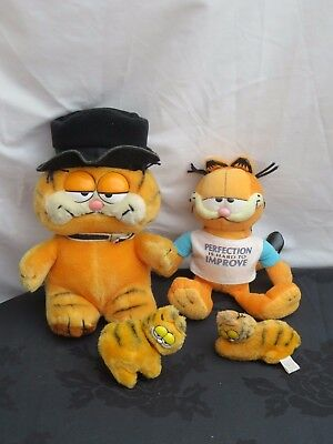 Bundle of vintage Garfield The Cat Soft Plush toys & 2 small clip on toys 1980s
