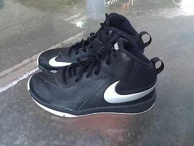 Nike Team Hustle D7 Children's Basketball Shoes U.K. 5