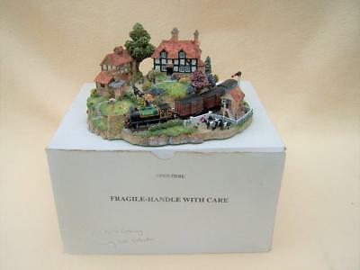 Boxed Danbury Mint Country Lines Hill Farm Crossing Diorama